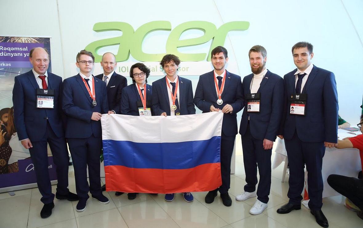 Представители команды Acer — официального спонсора Олимпиады — с золотыми медалистами