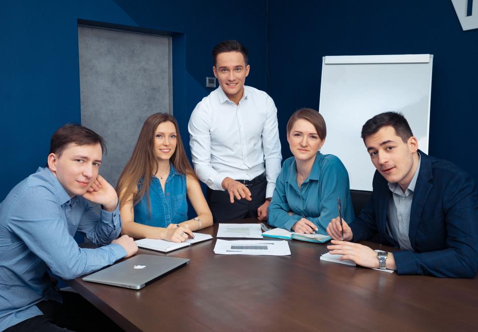 Средний возраст разработчиков в IT Smart Finance - 28 лет