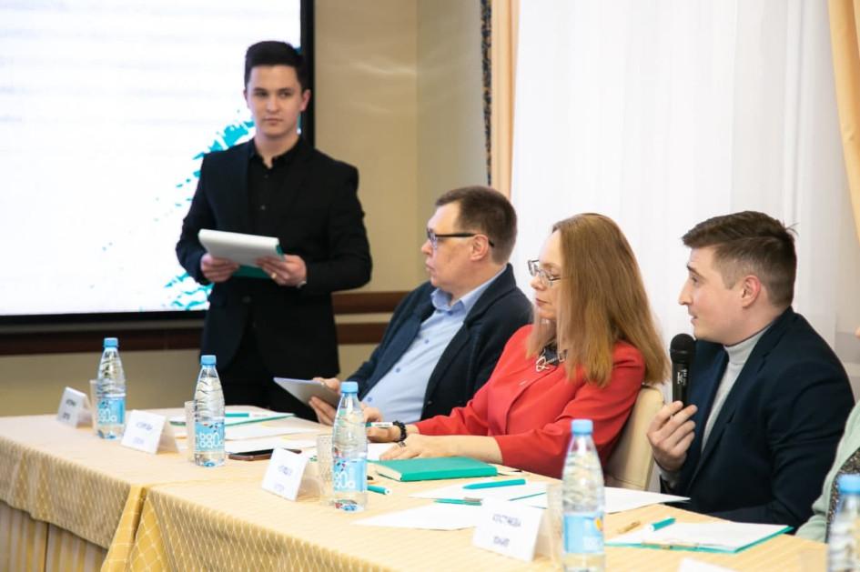 Жюри конкурса состояло из людей, представляющих различные сферы жизни. Это руководители, консультанты, политики, блогер и общественные деятели