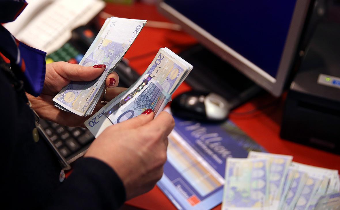 Минфин закупит у ЦБ валюту в рекордном количестве