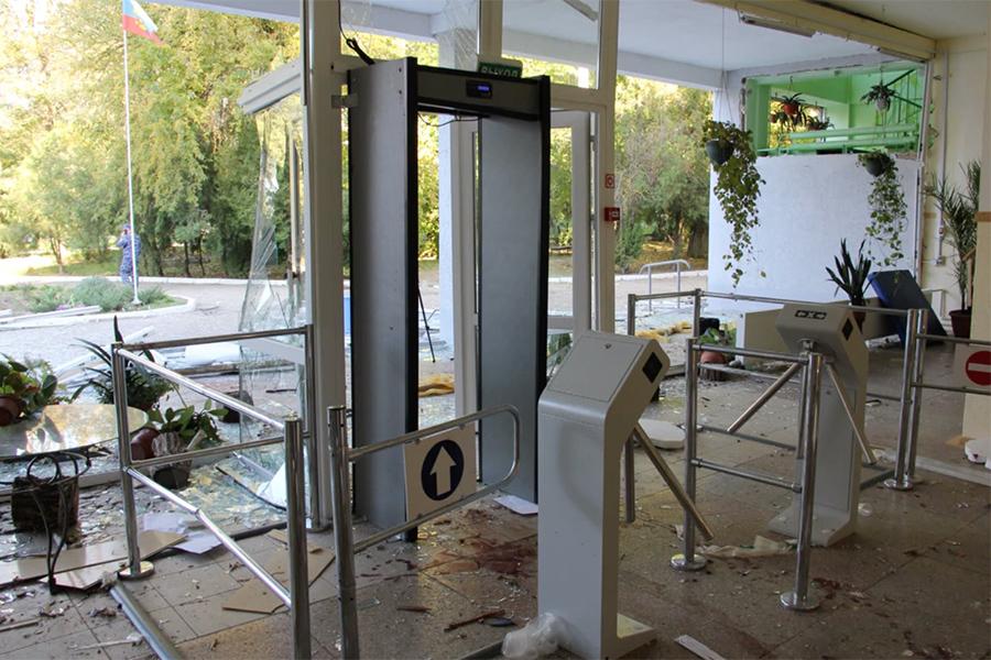 Последствия нападения на колледж в Керчи. Фотогалерея