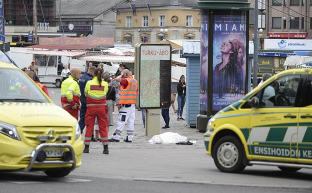 Финские полицейские ранили напавшего с ножом на людей в центре Турку