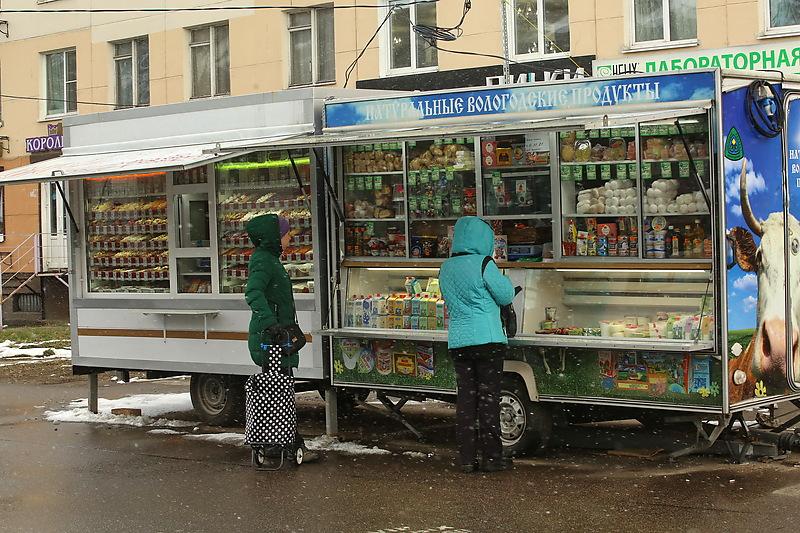 В Петербурге решается судьба торговых павильонов