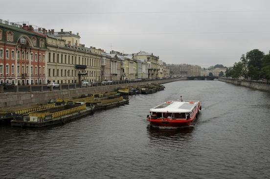 Петербург за пять минут: последний паром и скандал на строительном рынке