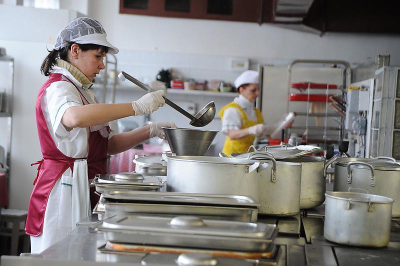 В Петербурге изменили схему работы школьных столовых