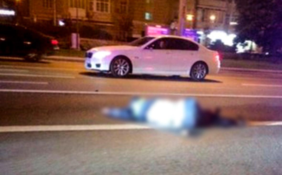 Сбившего полицейского на Арбате водителя увезли с места ДТП на машине ФСБ