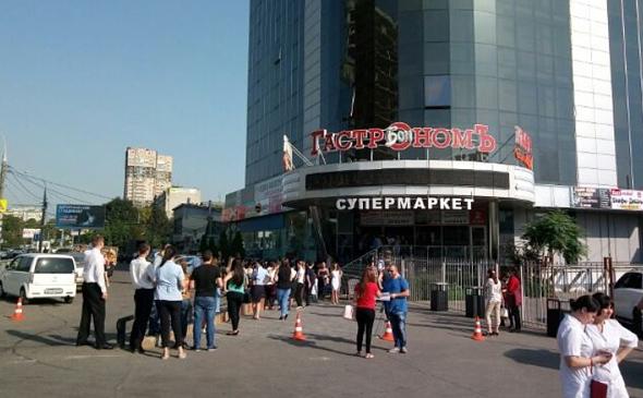 В Краснодаре за день эвакуировали 11 торговых центров и одну гостиницу