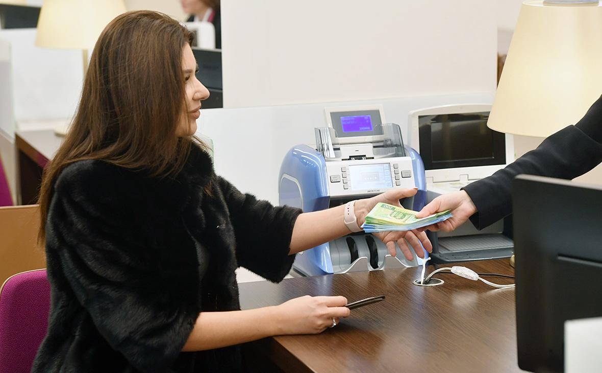 Роспотребнадзор пригрозил штрафами за отказ принимать новые банкноты