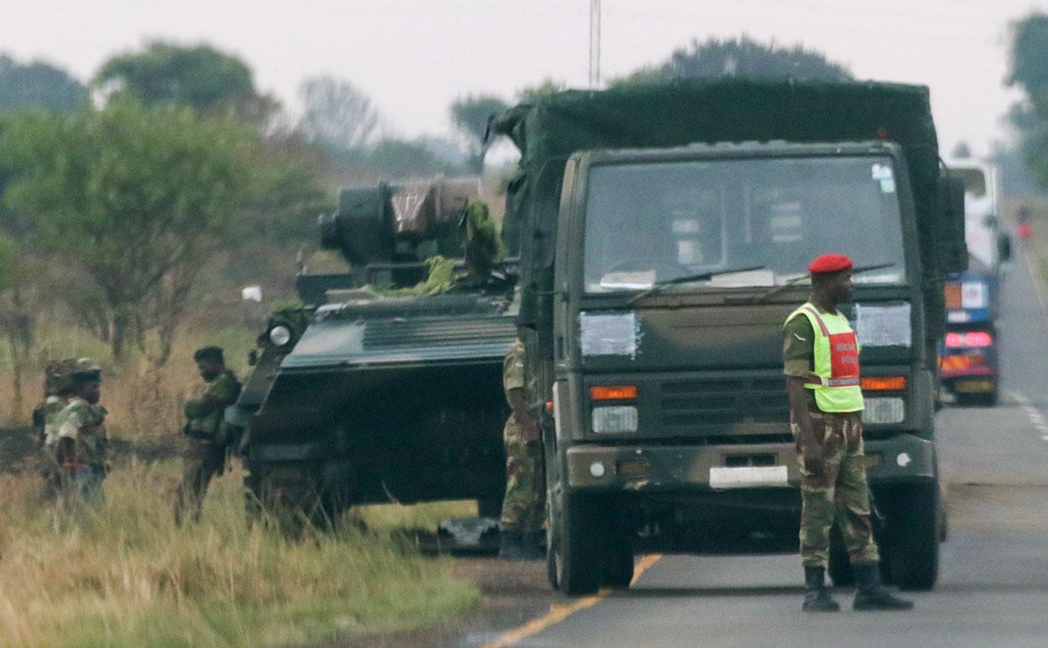 В Зимбабве военные взяли под контроль здание гостелекомпании