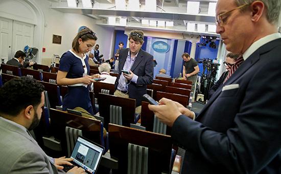 Журналистов CNN, NYT и Politico не пустили на брифинг в Белом доме