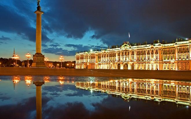 Петербург за пять минут: игры «оборонки» и борьба с коллекторами