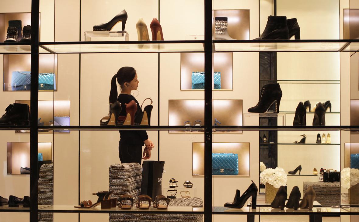 Модная аномалия: почему в России растут продажи Chanel и Dior