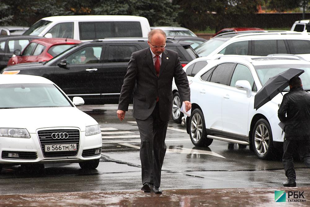 Чиновникам Татарстана поручили обосновать необходимость служебных машин