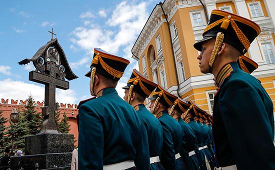 Памятный крест на месте гибели великого князя Сергея Александровича в Кремле