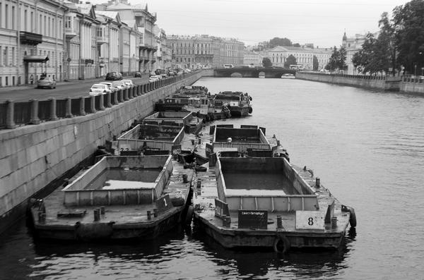 Петербург за пять минут: сюрприз для банкиров и дорожный унисекс