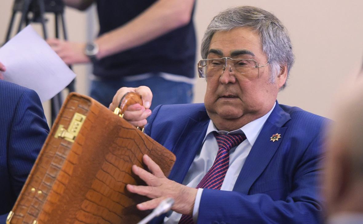 Тулеев вернулся на работу в коляске и обвинил подчиненных в подлости