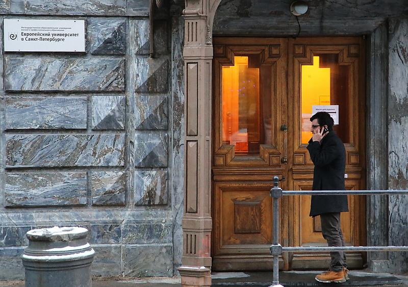 Суд запретил Европейскому университету принимать студентов
