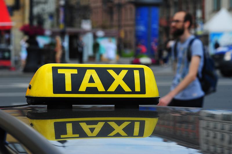 Такси вывезли Петербург на первое место