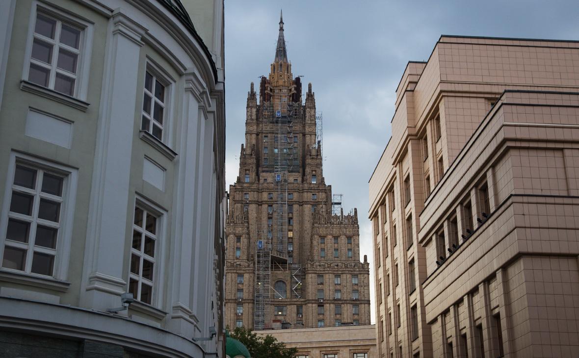 МИД заявил об отзыве российских офицеров-наблюдателей из Донбасса