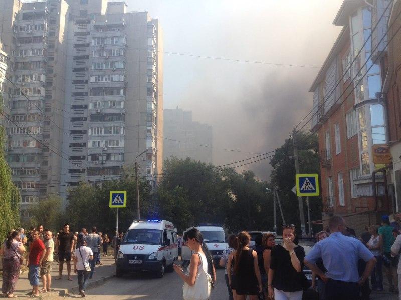 Движение в центре Ростова частично перекрыто из-за пожара