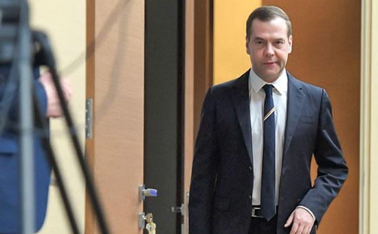 Фракция КПРФ потребует проверить факты израсследования ФБК поМедведеву