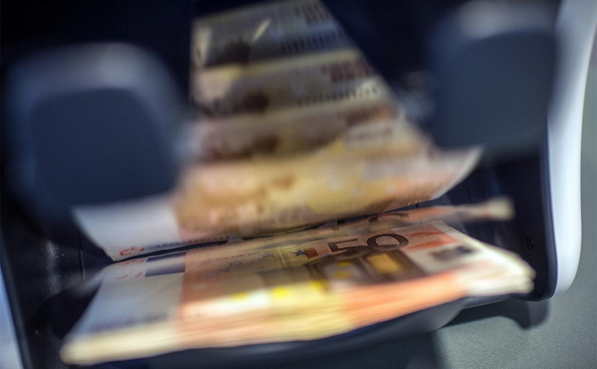 Путин расширил основания для отказа россиянам в валютных операциях