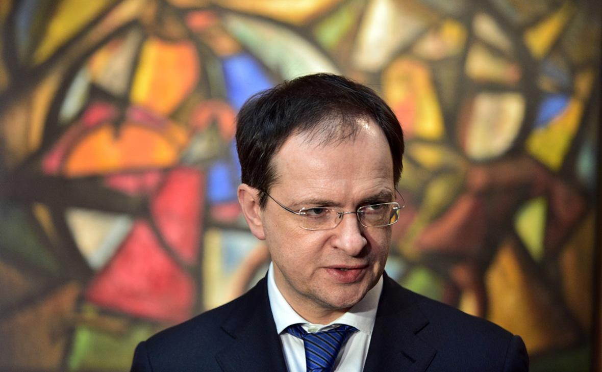 Мединский объяснил схему Шмайссера у Калашникова фразой «интернет подвел»