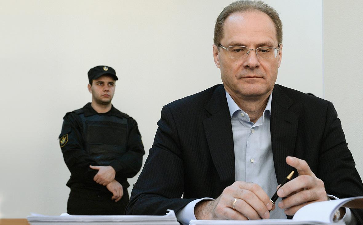 Экс-губернатора Новосибирской области приговорили к трем годам условно