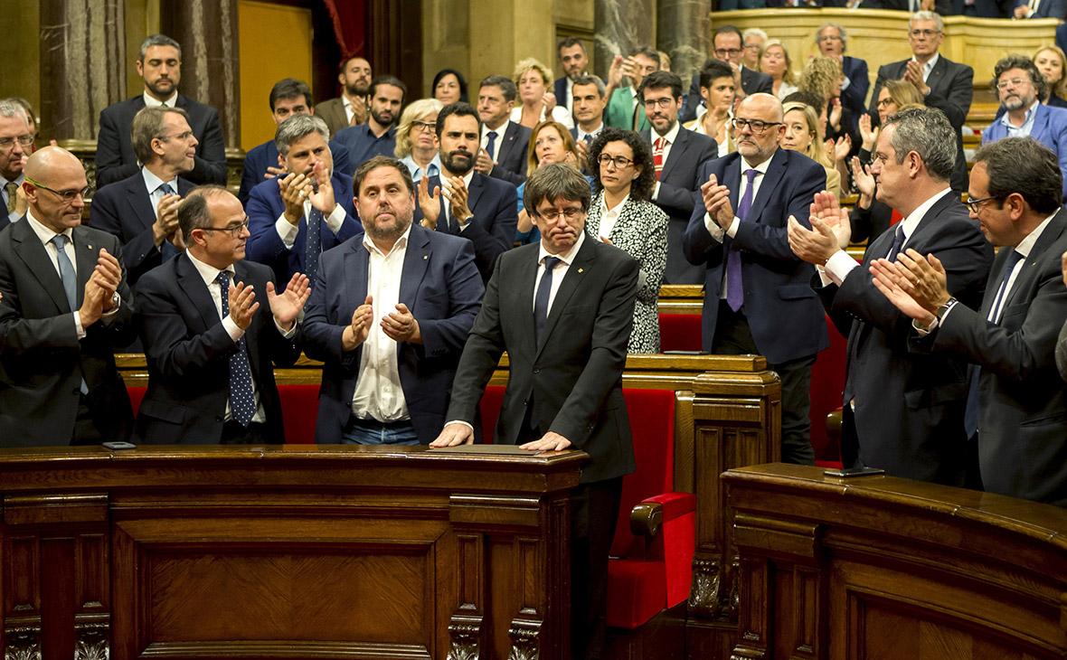 Власти Испании объявили о намерении распустить правительство Каталонии