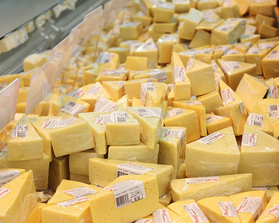 Роскачество выявило антибиотики в «Российском» сыре
