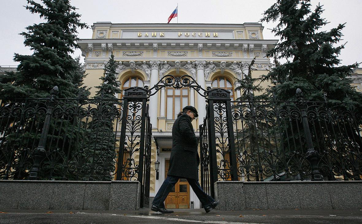 Банки снова пошли в ЦБ за дорогой ликвидностью