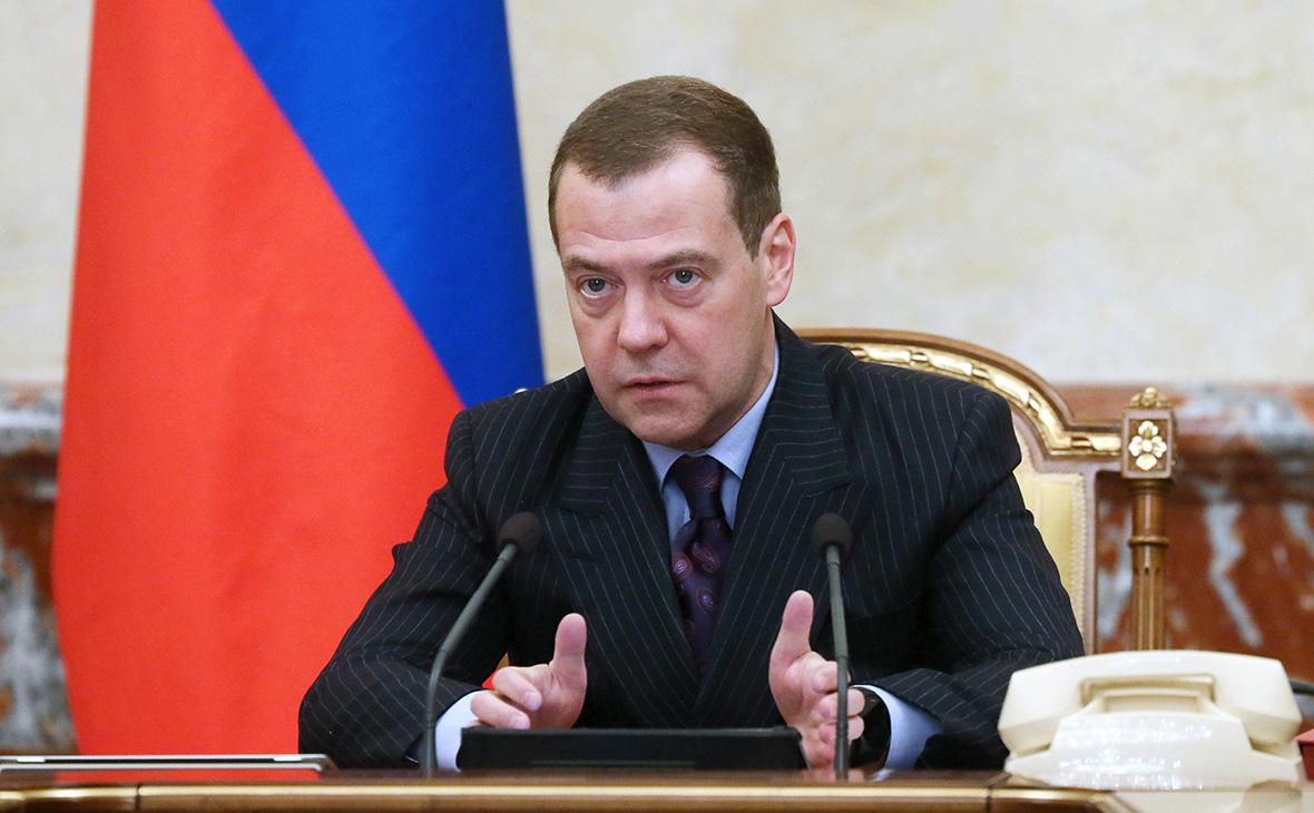 Медведев увидел в решении МОК попытку влияния на выборы президента России