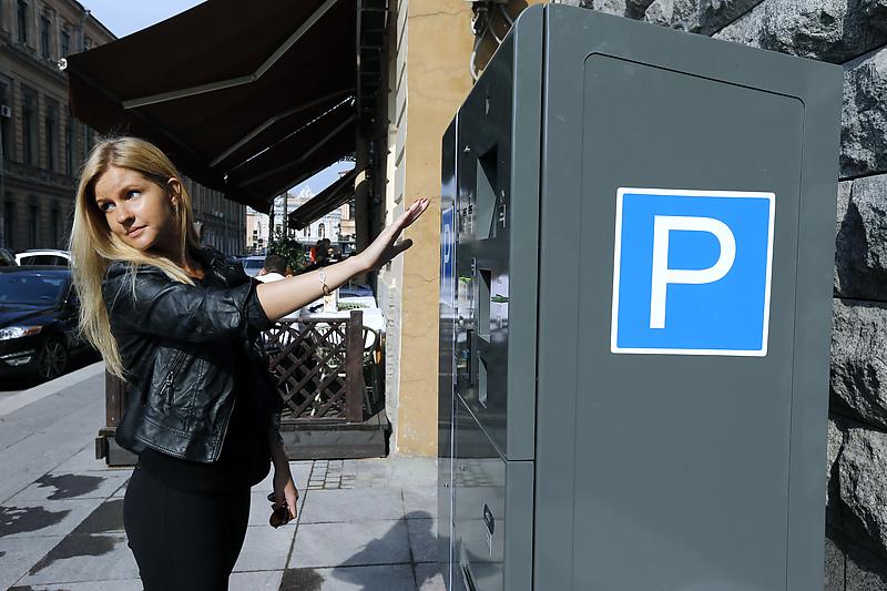 Число платных парковочных мест вырастет в Петербурге в 25 раз