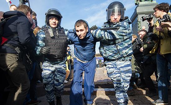 «Не озлоблять молодежь»: почему в Думе заступились за арестованных