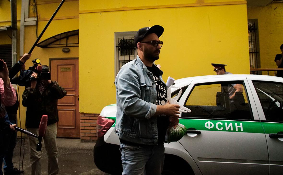 Серебренникова доставили в квартиру для отбывания домашнего ареста