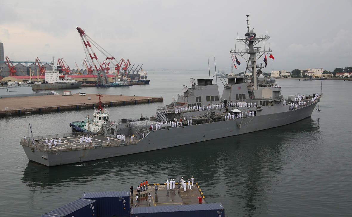 Эсминец США столкнулся с буксиром у берегов Японии