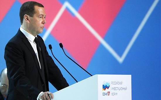 Медведев назвал три меры дляускорения экономического роста