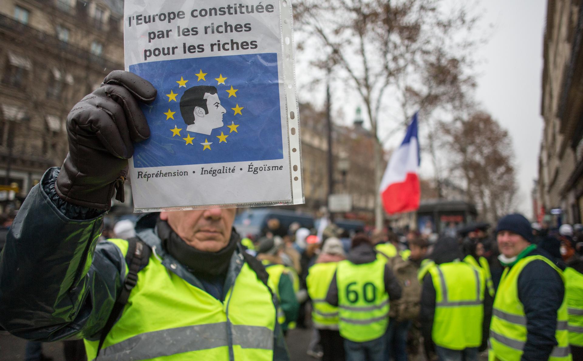Число погибших из-за акций «желтых жилетов» во Франции достигло десяти photo