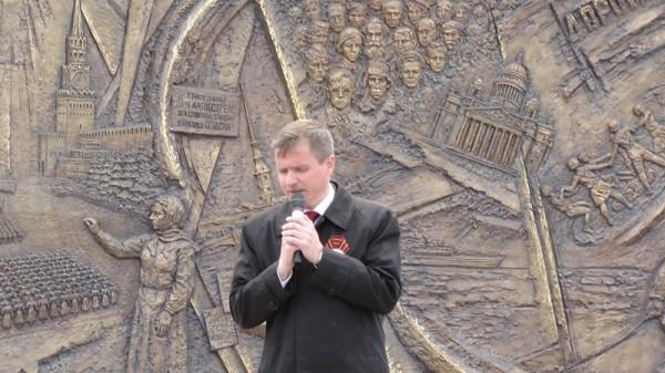 Хранителя «Масок скорби» выселяют из мастерской в Екатеринбурге за долги
