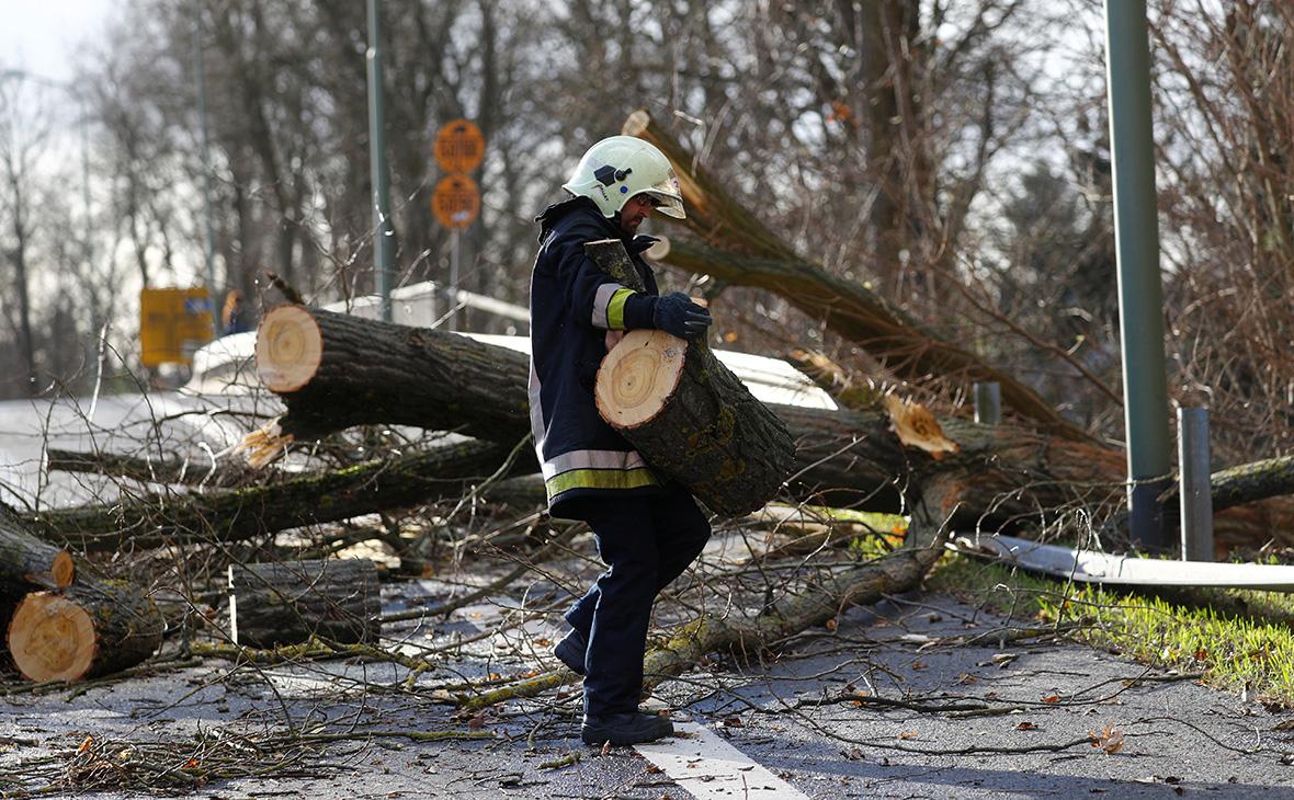 Жертвами урагана в Европе стали пять человек