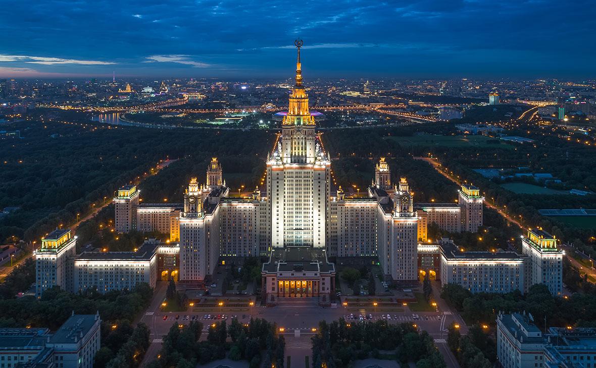 СМИ сообщили об эвакуации из главного здания МГУ 2 тыс. человек