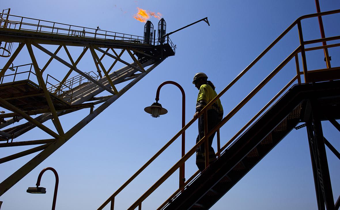 Цена на нефть марки Brent впервые за пять месяцев превысила $55