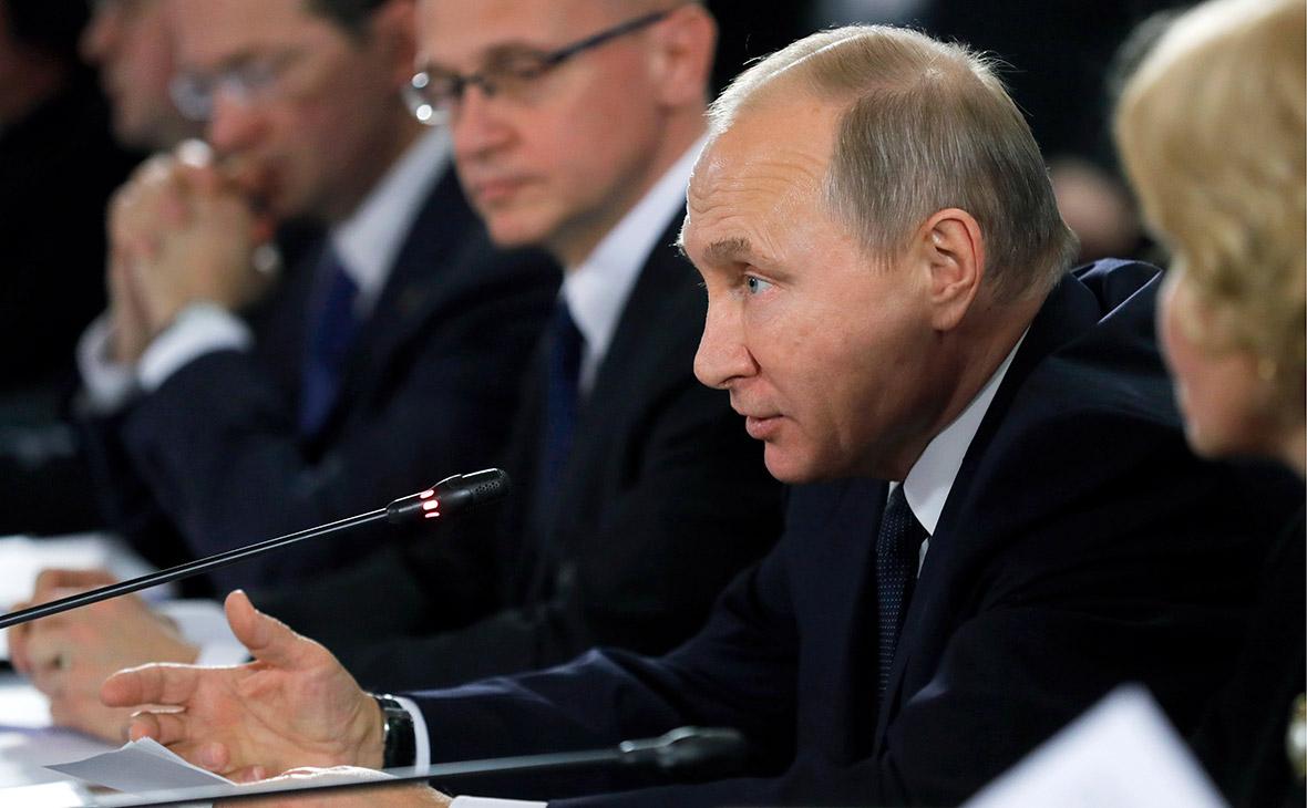 Путин выступил за реформу системы госзакупок в области культуры