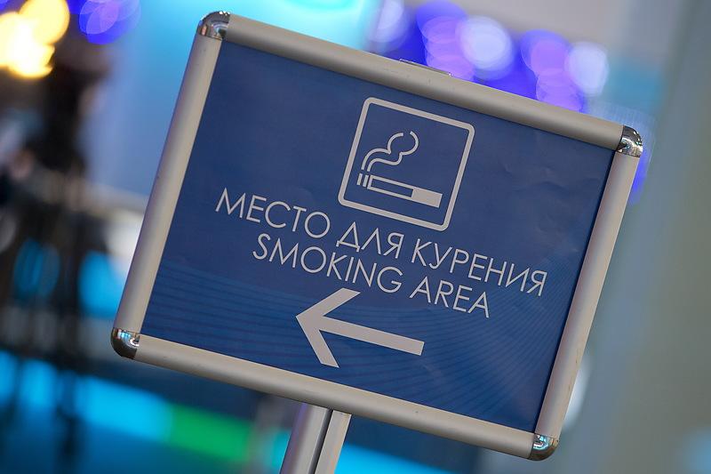 Петербургские депутаты отстояли права курильщиков