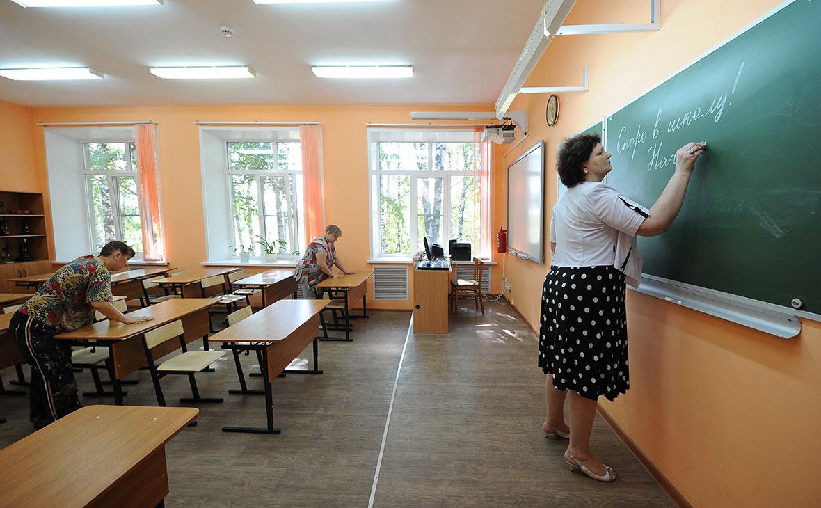 Количество довольных своей работой учителей упало почти вдвое