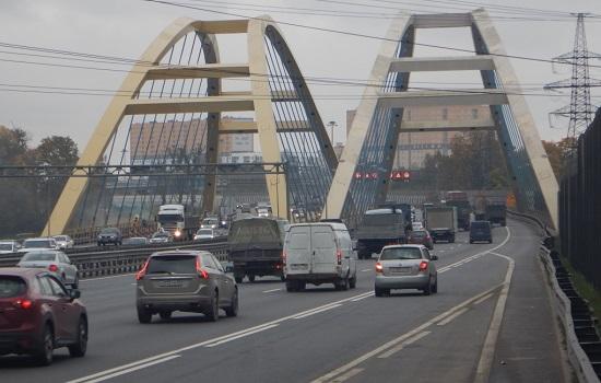 Петербург сэкономит на общественном транспорте и качестве дорог