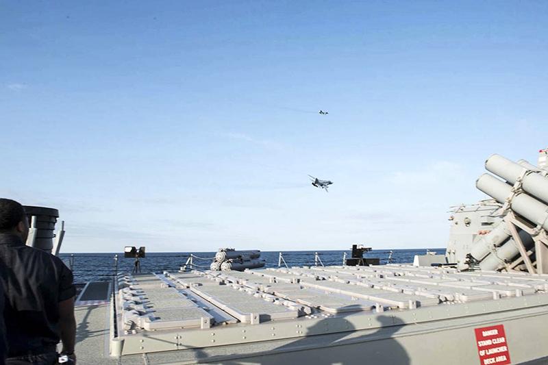 Полеты российских су возле американского эсминца porter
