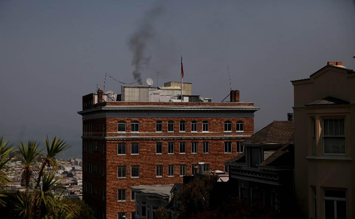 Над российском консульством в Сан-Франциско заметили черный дым