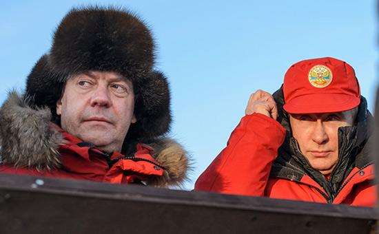 Песков отказался говорить оботношении Путина кМедведеву послемитингов