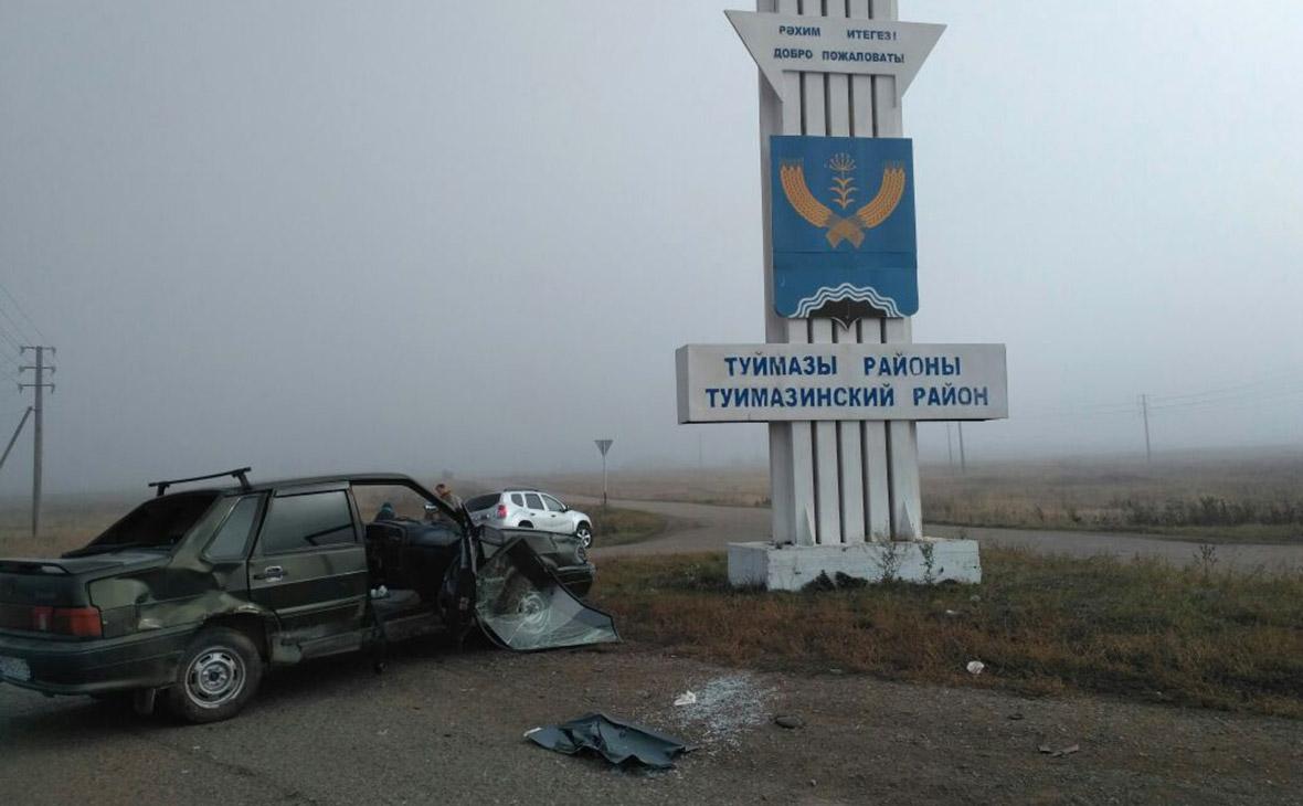 В Башкирии автомобиль врезался в группу детей